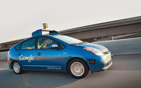 Image via http://www.newsweek.com/quora-question-how-will-transition-self-driving-cars-work-320442#.VSwmuM3_-pA.twitter